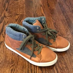 Crazy 8 Boys Fashion Athletic Shoes Size 4 Fall